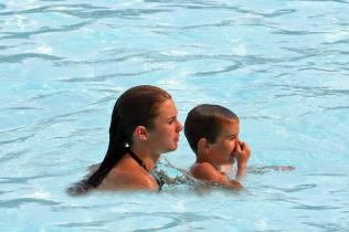 Découvrez l'activité bébé nageur avec la FFN